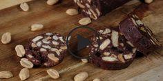 Удивительно, как мало усилий нужно приложить, чтобы приготовить вкусный десерт! Используйте то, что у вас есть дома в качестве начинки для этой вкусняшки: разные орешки, цукаты, сухофрукты, сладкие сухарики и все, что ваша фантазия пожелает!