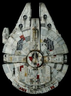 Star Wars Ships, Star Wars Art, Milenium Falcon, Millennium Falcon Model, Nave Star Wars, Star Wars Spaceships, Episode Iv, Lego Models, Plant Illustration