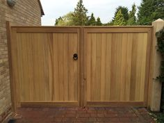 Mitech Contemporary and straight top Driveway Gates Wooden Garden Gate, Garden Gates And Fencing, Drive Gates, Fence Gate Design, Timber Gates, Driveway Gate, Entry Gates, Back Doors, Outdoor Furniture