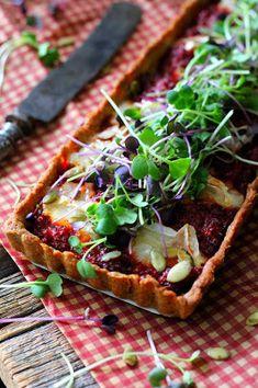 Kakkuviikarin vispailuja!: Punajuuri-vuohenjuustopiirakka Vegetable Pizza, Latte, Tacos, Vegetables, Ethnic Recipes, Food, Vegetable Recipes, Eten, Veggie Food