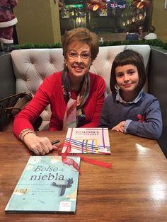 Firmando libros para los ganadores del concurso de pintura de Alcotán y para Lola Cuendia.