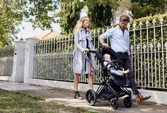 This pram is just a little bit fancy, a whole lot sophisticated andincredibly easy on the eye. But it also packs a punch in the substance stakes - from bi