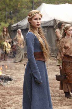 Rebekah Mikaelson (Claire Holt) in her 'The Originals' Blue Medieval Viking Gown (Flashback) Viking Costume, Medieval Costume, Medieval Dress, Medieval Fantasy, Viking Dress, Medieval Girl, Medieval Gothic, Medieval Princess, The Vampire Diaries