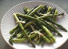 GARLICKY ASPARAGUS FROM COOKING LIGHT MAGAZINE VIA TAKING ON MAGAZINES
