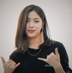 Kpop Girl Groups, Korean Girl Groups, Kpop Girls, Cool Face, Pretty Face, Meme Faces, New Girl, South Korean Girls, Girl Crushes