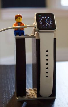 Everything is awesome with this Apple Watch stand made of LEGO - Lego Wall-e, Legos, Lego Craft, Apple Watch スタンド, Apple Watch Bands, Lego Display, Deco Lego, Casa Lego, Apple Watch Accessories