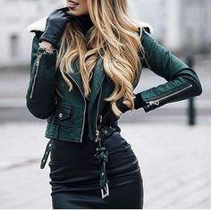 @caro_e_ Inspo via @milano_streetstyle #fashion #fashionlover #fashionblogger #stylist #styleinspiration #lookbook #models #stylish #adoro #street #streetstyle #womanswear #womanstyle #perfectbody #inspiration #inspire #motivation #blackandwhite