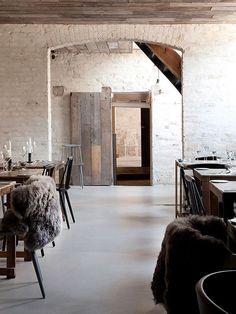 restaurante com estilo escandinavo rústico