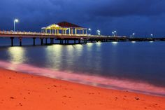 The Redcliffe Jetty at night. Queensland Australia, Western Australia, Amazing Photos, Cool Photos, September Holidays, Saint Helena Island, Beaches In The World, Sunshine State, Brisbane