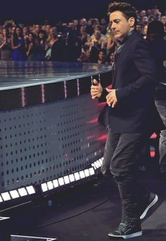 """Robert Downey Jr. dances to the stage to accept his three People's Choice Awards for """"Iron Man 3"""" - January 8, 2014."""