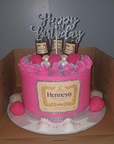 Birthday Cake Crown, Alcohol Birthday Cake, Queens Birthday Cake, Ice Cream Birthday Cake, Birthday Bbq, Birthday Cake Girls, Birthday Ideas, Creative Birthday Cakes, Elegant Birthday Cakes