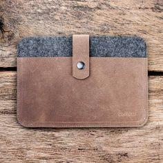 Die Tablet Tasche Fachwerk für iPad Pro 10.5 12.9. Da kann nichts mehr passieren und Smartphone, Kugelschreiber und Blöckchen finden au...
