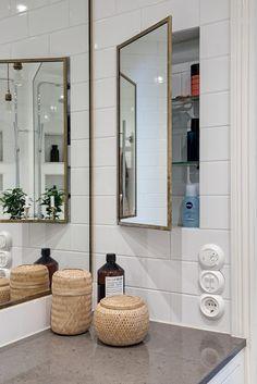 Șemineu în bucătărie într-un apartament de 4 camere din Suedia Bad Inspiration, Decoration Inspiration, Bathroom Inspiration, Zen Bathroom, Small Bathroom, Narrow Bathroom Storage, Bathroom Ideas, Bathroom Cupboards, Bathroom Furniture