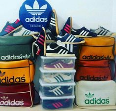 adidas vintage - love it! Adidas Og, Adidas Retro, Vintage Adidas, Vintage Sneakers, Vintage Shoes, Vintage Bag, Adidas Fashion, Sneakers Fashion, Fashion Men
