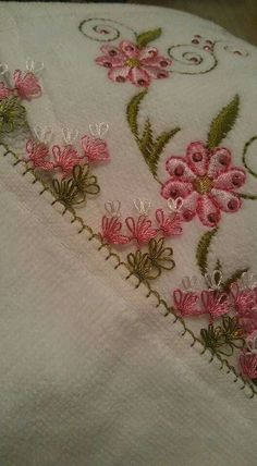 This Pin was discovered by NAL Needle Tatting, Needle Lace, Irish Crochet, Crochet Lace, Thread Crochet, Crochet Unique, Pink Towels, Camo Wedding Garters, Kids Bedding Sets