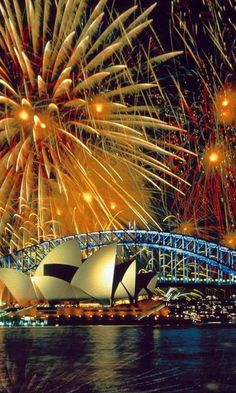 Fireworks in Sydney Opera House, Australia ... I wanna go back and see this again so bad