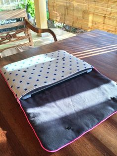 Sewing: computer bag and mobile case The post Sewing: computer bag and mobile case appeared first on All Photos Hande Akılsepeti. Mac Book, Porta Notebook, Diy Laptop, Couture Sewing, Computer Bags, Sewing Accessories, Sewing Projects For Beginners, Sewing Hacks, Sewing Tips