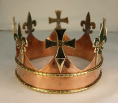 The first pictures of Richard III's funeral crown have been released by John Ashdown-Hill on his website.