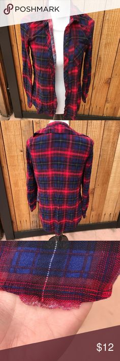 "Polly&Esther Checkered Long Sleeve🎉30% OFF BUNDLE Description• The perfect ""flannel"". Light weight material (not flannel) and side slits. Shorter in front then back. Bottom hem has a little fringe picture shows ""flaw"" hardly noticeable. No other stains, rips or flaws.   Measurements• APPROX length tag/front hem 25"" bust pit/pit 18""  Material•100% Rayon  Bundle and save  Hashtags / tags• #flannel #checkeredshirt #longsleeve #tillys Polly & Esther Tops Tees - Long Sleeve"