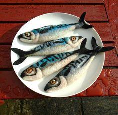 Needle felted mackerel - SShaw Needle Felted Animals, Felt Animals, Felt Fabric, Fabric Art, Wet Felting, Needle Felting, Felt Fish, Wool Art, Felting Tutorials