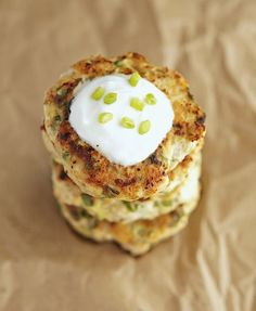 Turkey Zucchini Burgers with Lemon Yogurt Sauce--Similar to the way that most healthy old traditional cultures never ate lean meat without slathering some healthy fat on it, you can eat turkey burgers with a full fat yogurt sauce. Healthy Food Blogs, Good Healthy Recipes, Unique Recipes, Healthy Eats, Healthy Lifestyle, How To Eat Paleo, Food To Make, Clean Eating Recipes, Cooking Recipes