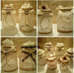 Artista Monica Bonaventura. Riciclo di vasi in vetro e abbelliti con recupero di vecchi centrini fatti a mano. Alcuni nastri sono stati recuperati.
