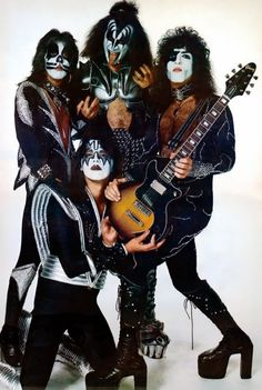 Peter Criss, Ace Frehley, Gene Simmons & Paul Stanley | KISS