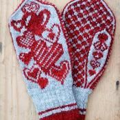 Jolnir is one of many names of Odin, the major god in Old Norse mythology. Jolnir is the Yule god. These mittens remind me a lot of Yule time, and have therefore borrowed their name from Jolnir. Crochet Mittens, Mittens Pattern, Fingerless Mittens, Knitted Slippers, Knitted Gloves, Crochet Pattern, Knitting Charts, Hand Knitting, Knitting Patterns