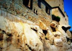 Houses on the rock House On The Rock, Corsica, Mount Rushmore, Houses, Mountains, Nature, Travel, Homes, Naturaleza