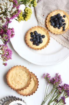 Mascarponés citromkrémes pite áfonyával | Ízből tíz Cukor, Cheesecake, Desserts, Food, Tailgate Desserts, Deserts, Cheesecakes, Essen, Postres