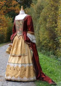 Tageskleid einer Hofdame des Barock
