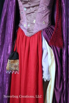 Hocus Pocus Sarah Sanderson Custom Costume-there is no f-ing way I would pay this much, but still a good one to recreate Sister Costumes, Family Costumes, Diy Costumes, Cosplay Costumes, Costume Ideas, Cosplay Ideas, Hocus Pocus Halloween Costumes, Halloween Kostüm, Winifred Sanderson Costume