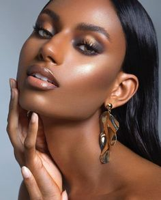 red table talk It is a serious thing just to be alive Dark Skin Makeup, Dark Skin Beauty, Beauty Makeup, Hair Makeup, Glam Makeup Look, Women's Beauty, Makeup Bags, Photoshoot Makeup, Beauty Shoot