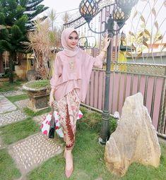 36 ideas for wedding day outfit beautiful Kebaya Modern Hijab, Kebaya Hijab, Kebaya Brokat, Kebaya Dress, Batik Kebaya, Kebaya Muslim, Batik Dress, Kebaya Pink, Dress Brokat