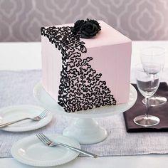 7 Cake Decorating Trends - Cornelia Lace Frosting