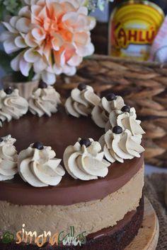 Cheesecake cu cafea si ciocolata Vanilla Cake, Cheesecake, Deserts, Food, Cheesecakes, Essen, Postres, Meals, Dessert