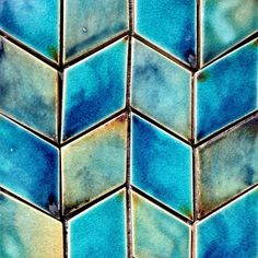 Use kite-shaped tiles to create a chevron effect. Tiles available from the etsy store (link in profile). #tiletuesday #chevron #diamond #kite #blue #guymitchelldesign #handmadetile #tile #tiles #wall #decor #interior #architecture #lux #glazed #unique #luxury #stoneware #etsy