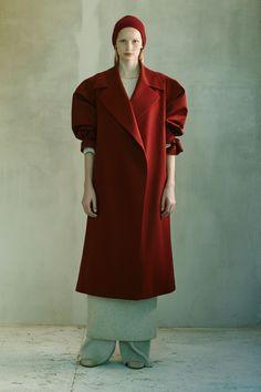 The Row Pre-Fall 2016 Collection Photos - Vogue Fall Fashion 2016, Red Fashion, Live Fashion, Fashion Week, Autumn Winter Fashion, Fashion Show, Fall Winter, Vintage Fashion, Fashion Design