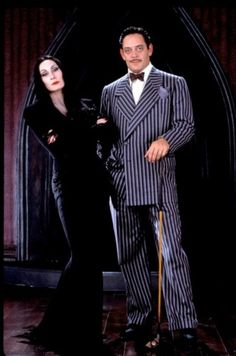"Anjelica Huston and Raul Julia as ""Morticia"" and ""Gomez Addams"" in The Addams Family. Anjelica Huston and Raul Julia as Morticia and Gomez Addams in The Addams Family. Addams Family Halloween Costumes, Adams Family Halloween, Hallowen Costume, Halloween 2019, Adams Family Costume Wednesday, Costume Ideas, 90s Costume, Zombie Costumes, Morticia Addams Kostüm"
