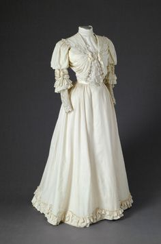 Dress, 1900-05, Mode Museum--just wondering if I can alter my Truly Victorian pattern enough to do this?