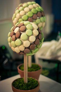 Plus original que les macarons en forme de cone, les macarons en forme d'arbre ! :)