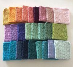 Jeg har efterhånden hæklet virkelig mange klude, i mange forskellige mønstre. Klude er et overskueligt hækleprojekt, hvor man kan slå hjernen fra, og udover at det er hyggeligt at have hæklede klud… C2c, Altered Books, Crochet Crafts, Diy And Crafts, Towel, Cross Stitch, Crafty, Texture, Knitting