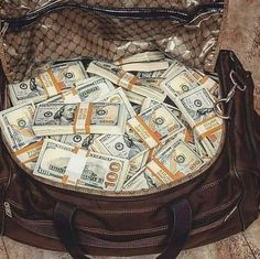 Rich Lifestyle, Luxury Lifestyle, Make Money Online, How To Make Money, Marketing Direct, Money Stacks, Gold Money, Billionaire Lifestyle, Bitcoin Wallet
