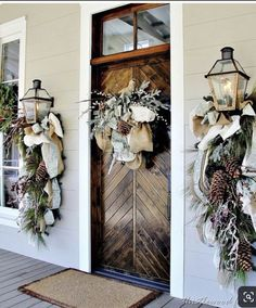 Fabulous outdoor Christmas decorations for a winter wonderland - Happy Christmas - Noel 2020 ideas-Happy New Year-Christmas Christmas Porch, Farmhouse Christmas Decor, Outdoor Christmas Decorations, Diy Christmas Ornaments, Christmas Lights, Winter Decorations, Prim Christmas, Country Christmas, Christmas Movies