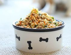Turkey, Brown Rice, Carrots, Zucchini, Peas & Spinach Quick & Healthy DIY Pet Food by Homemade Recipes at http://homemaderecipes.com/specialty/pets/10-homemade-dog-food-recipes/