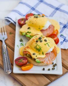 One of my all-time favorite breakfast recipes: smoked salmon and avocado eggs benedict! My husband requests this dish almost every weekend. The made-from-scratch Hollandaise sauce is ridiculously deli Smoked Salmon And Eggs, Smoked Salmon Recipes, Salmon Eggs, Smoked Salmon Breakfast, Salmon Avocado, Avocado Cream, Breakfast Desayunos, Breakfast Dishes, Breakfast Recipes