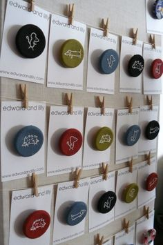 Badge display - labels pegged to a wire/string Fox Squirrel Brooch Pin Badge Whitework by edwardandlilly on Etsy Craft Show Booths, Craft Fair Displays, Craft Show Ideas, Display Ideas, Market Stall Display, Market Displays, Brooch Display, Jewellery Display, Craft Stalls