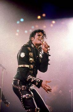 Michael Jackson wallpaper edit created by Kailyn! 15 year old girl obsessed with Michael Jackson! Janet Jackson, Michael Jackson Hd, Invincible Michael Jackson, Michael Jackson Wallpaper, Bad Michael, Lisa Marie Presley, Paris Jackson, Elvis Presley, Selca Baekhyun