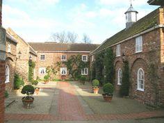 Middlethorpe Hall stables - Middlethorpe Hall