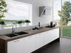 This contemporary kitchen is linear and loving it! The Easy Kitchen from Treo is a kitchen designed without upper cabinets, but in their place a wide Kitchen Without Wall Cabinets, Kitchens Without Upper Cabinets, Kitchen Cabinet Design, Kitchen Decor, Kitchen Ideas, Contemporary Kitchen Cabinets, Contemporary Kitchen Design, New Kitchen Designs, Studio Apartments